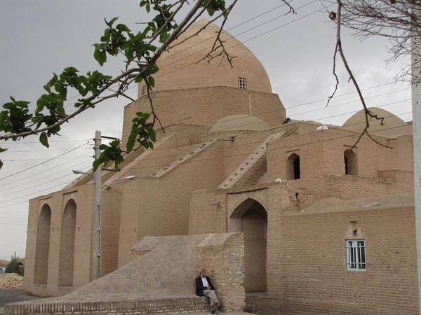 سرقت کاشی های حمام غیر ثبتی روستای حسین آباد زواره متعلق به 20 سال قبل است