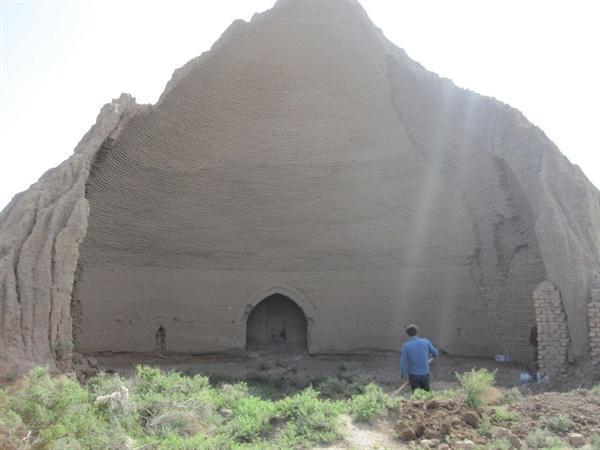 شروع مرمت یخچال تاریخی و منحصربه فرد مهاباد اردستان