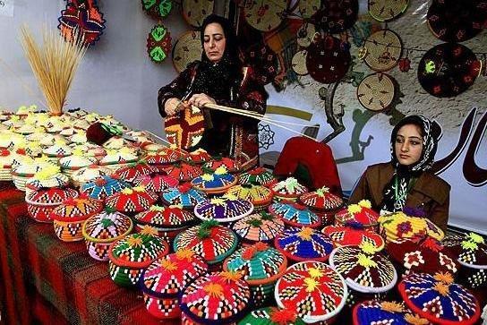 فعالیت 50 هزار هنرمند صنایع دستی در لرستان، ارائه آموزش های رایگان
