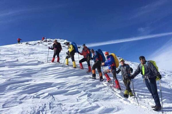 کوهنوردان صعودها را محدود نمایند