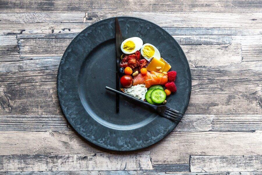 این 5 نکته را رعایت کنید تا در روزهای قرنطینه چاق نشوید